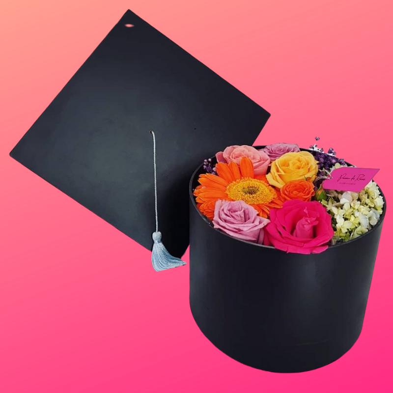 Birrete y flores para graduacion