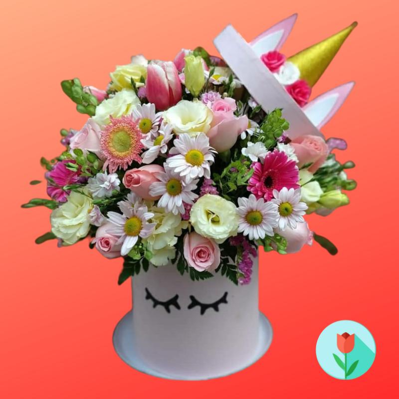 Caja de unicornio con flores