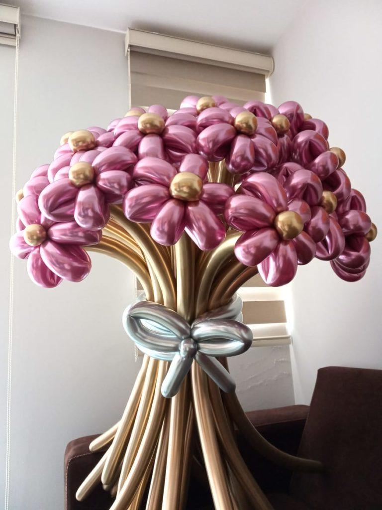 Globos de flores rosa y dorado